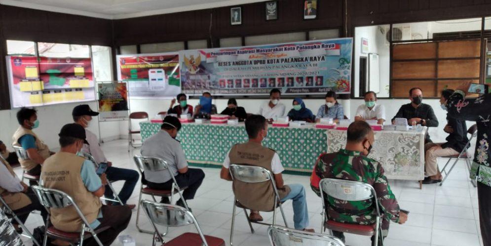 Kunjungan Reses Ketua dan Anggota DPRD Kota Palangka Raya ke Satgas Covid-19 Kelurahan Pahandut